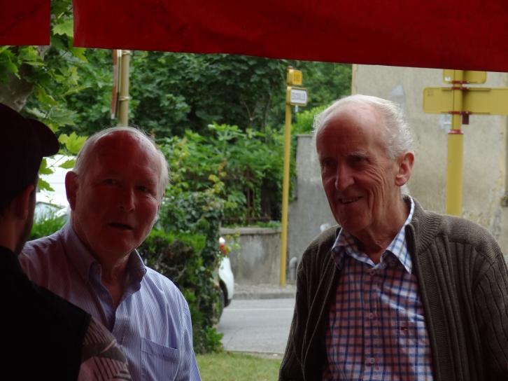Jean Cazabet (ancien maire) à droite et un de ses administrés