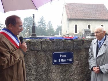 Jean-Pierre Duprat maire et Jean-Pierre Courvil FNACA
