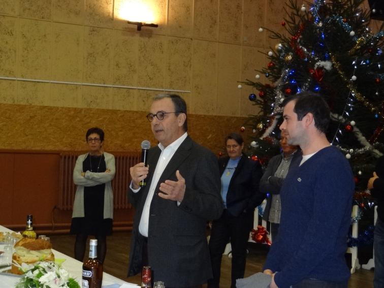 Michel Masquère entouré des secrétaires de mairie Christine Bonzom et David Heuillet