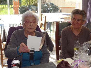Louise Pugibet et sa carte d'anniversaire 03-03-2018 15-52-19 2592x1944