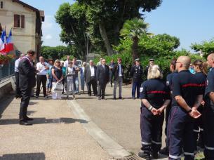 La cérémonie devant le monument aux Morts