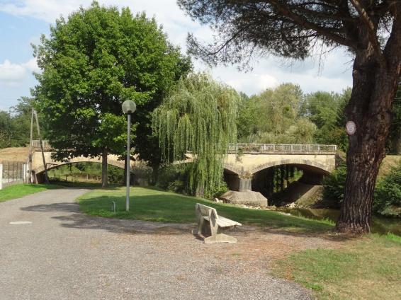 Le pont de la voie ferrée à Mane